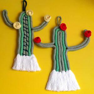 Colgante de cactus realizado en hilo